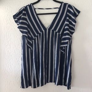Doe & Rae size large ruffle blouse